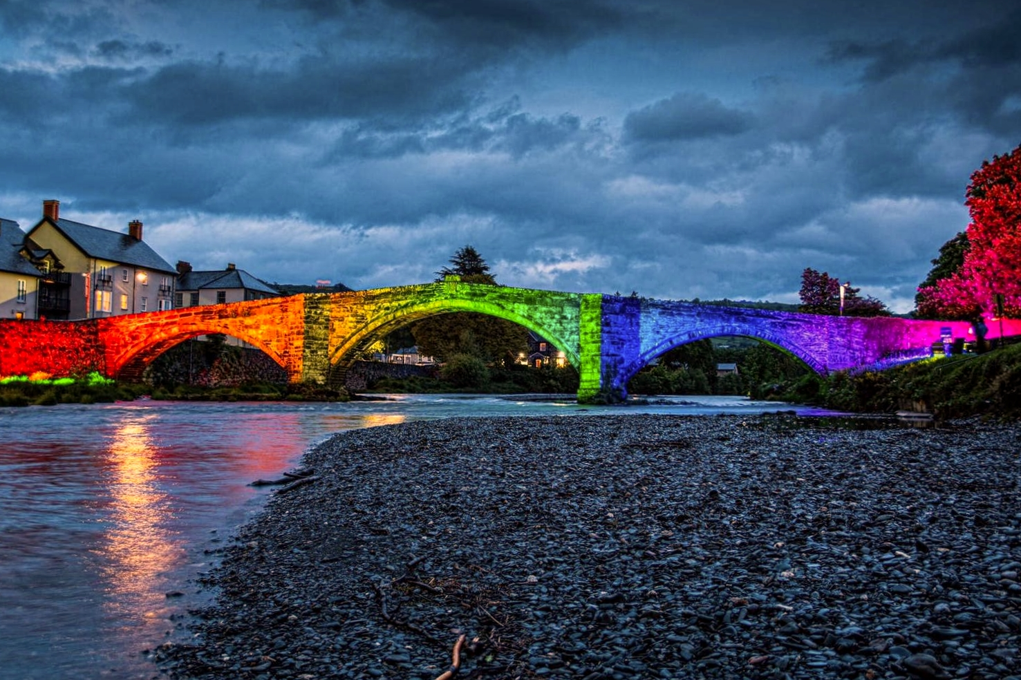 Llanrwst Bridge Lights Rainbow Lighting NHS Tu Hwnt I'r Bont